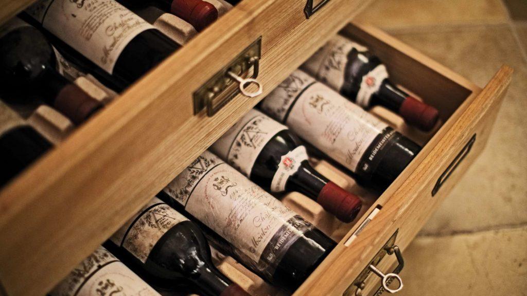 Продать вино